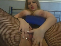 BBW makes herself cum oncam