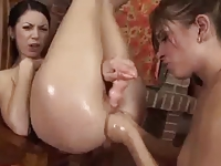 Hot Lesbian Fisting (double handed and object fisting)