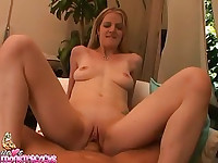 Anita Blue loves getting her cunt wide open