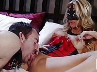 Lusty whore Jessica Drake spreads her slits wide enough for an awesome lick