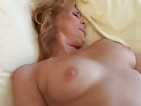 older babe gets her pussy licked and fucked