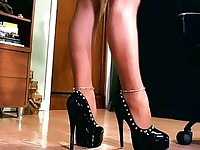 Erotic hypnotist using her high heels to mesmerize