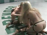 sex wrestling4 girls! live audience!