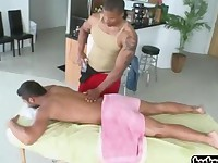 Guy gives massaged gets very horny