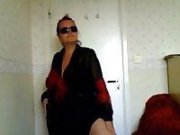 Kelly 46 years flashing BBW body at home