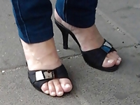 Candid Sexy Mature Feet in Pumps