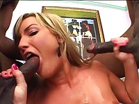 Flower Tucci likes it black and wet
